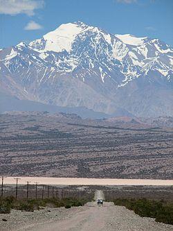 Cerro Mercedario desde el Leoncito, San Juan.jpg