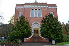 Chapman Hall (University of Oregon).jpg