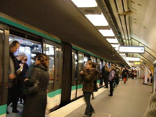 Charles de Gaulle - Etoile Metro Station