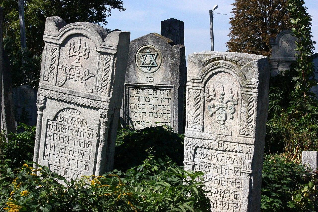 Chernivtsi Jewish Cemetery 02.JPG