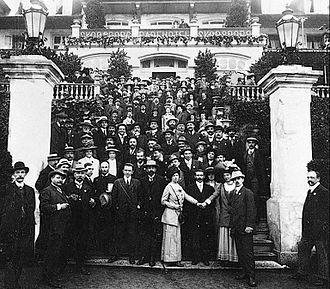 Alexandra Kollontai - International Socialist Congress, Copenhagen 1910. Alexandra Kollontaj holds Clara Zetkin's hand. Behind them is Rosa Luxemburg