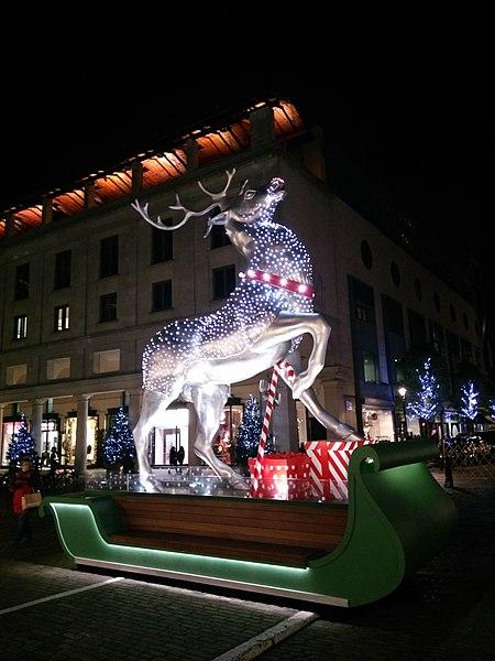 File:Covent Garden Market Christmas 2017 Decorations 2.jpg