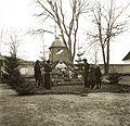 Csíksomlyó (ekkor önálló), az országzászló a Kegytemplom előtti parkban. Fortepan 83898.jpg