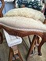 Détail d'un piquage sur une assise de fauteuil Louis XV.jpg