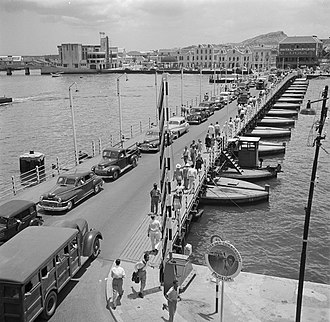 Queen Emma Bridge - 1947, before the lighting, and showing the operator cabin