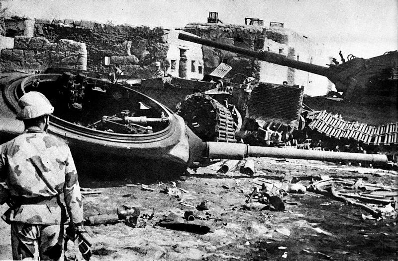 http://upload.wikimedia.org/wikipedia/commons/thumb/a/ad/Destroyed_Israeli_armor_near_Ismailia.jpg/800px-Destroyed_Israeli_armor_near_Ismailia.jpg