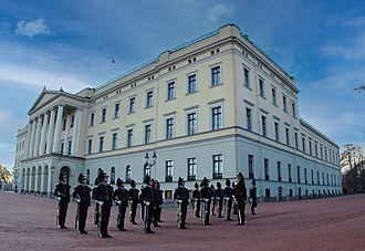 Royal Palace, Oslo - Royal Guardsmen in front of the Royal Palace