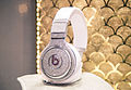 Diamond Beats by Dre Headphones (20404893925).jpg