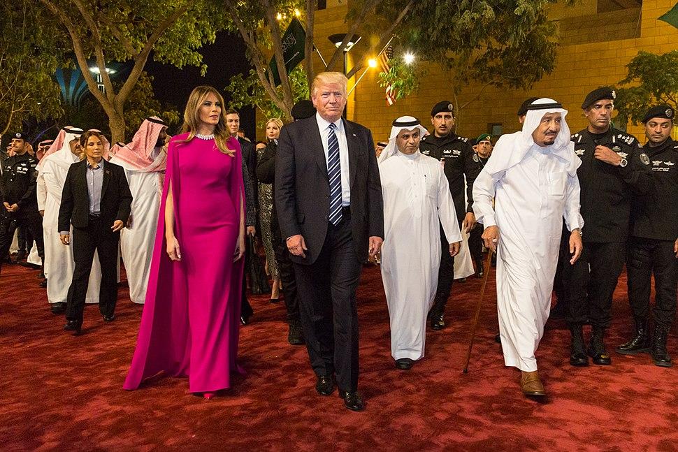 Donald and Melania Trump arrive to the Murabba Palace, escorted by King Salman bin Abdulaziz Al Saud, May 2017