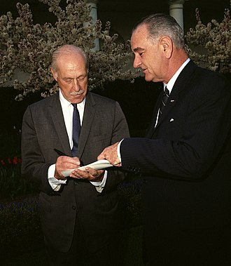 Drew Pearson (journalist) - Pearson with Lyndon Johnson in 1964