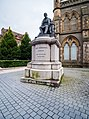 Dundee,-Albert-Square,-James-Carmichael-Monument-(Q17798638).jpg