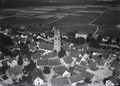 ETH-BIB-Andelfingen, Kirche v. O. aus 50 m-Inlandflüge-LBS MH01-006564.tif