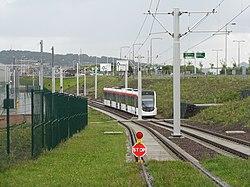 Edinburgh tram at Gogar (geograph 3093378).jpg