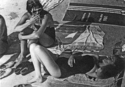 Ena i Mia Begovic, Pula, rane 80-e.jpg
