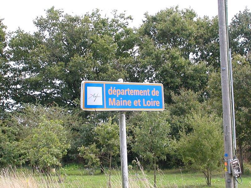 Panneau d'entrée dans le département de Maine-et-Loire à Freigné
