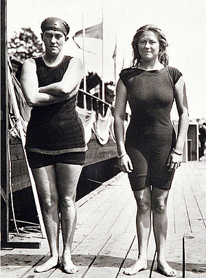 Fanny Durack - Fanny Durack (left) and Mina Wylie at the 1912 Olympics