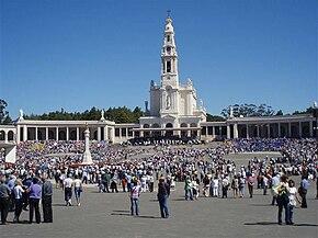 Il Santuario di Fátima è uno dei più grandi centri di turismo religioso mariani nel mondo.