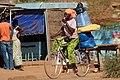 Femmes à vélo à Ouagadougou3.jpg