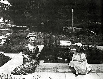 Richard E. Miller - Eva Scott Fenyes with granddaughter Leonora Curtin, Pasadena, c. 1912