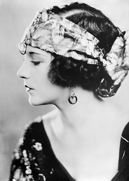 File:Flickr - …trialsanderrors - Viola Dana by Bain News Service, ca. 1920.jpg