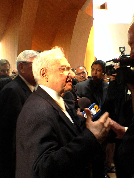 File:Frank Gehry 2006.jpg
