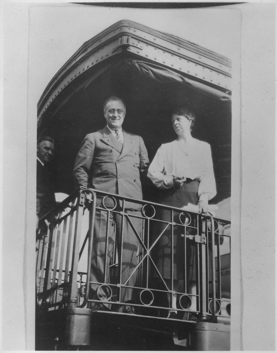Franklin D. Roosevelt,Eleanor Roosevelt, and Earl Miller in Savannah, Illinois - NARA - 195405