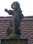 Friedhofskapelle in Ruhland, Südansicht, segnender Engel über dem Eingang, 01.jpg
