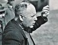 Friedrich Kuhn, während einer Führung 1954.jpg