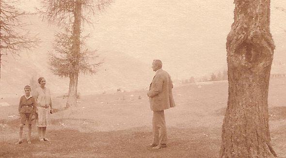 Friedrich Pauline Fred in woods 1926.jpg