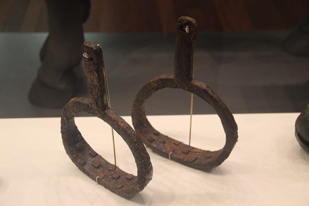 Gaya Confederacy Iron Stirrups (17378457343)