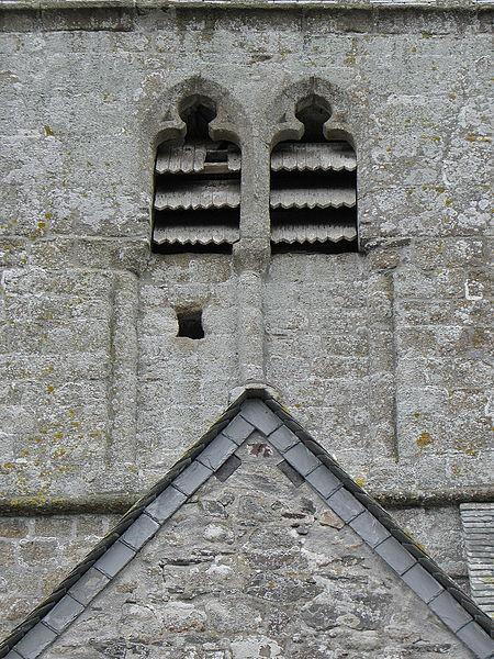 Baies géminées du clocher de l'église Notre-Dame de Genêts (50).