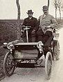 Jules-Albert de Dion avec son chauffeur (au Critérium des Motocycles de 1899).jpg