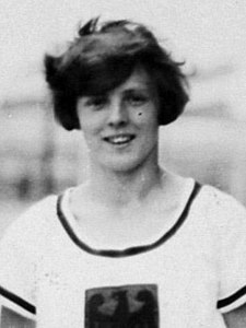 German women 4x100m team 1928 Olympics (cropped) - Rosa Kellner.jpg
