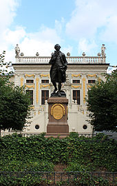 Goethe memorial in front of the Alte Handelsbörse, Leipzig (Source: Wikimedia)