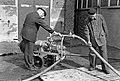 HUA-167450-Afbeelding van het testen en onderhouden van het materieel van de bedrijfsbrandweer van de N.S. bij de wagenwerkplaats te Blerick.jpg