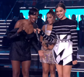 Hailee Steinfeld Presents the Best Acts From Germany, Brazil & Africa EMA 2018 2.png