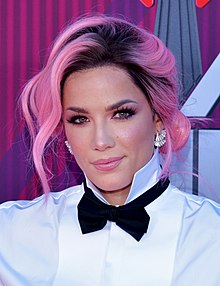 Halsey at IHeartRadio Music Awards in 2019