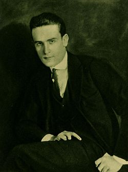 Porträtt (Alfred Cheney Johnston, 1921)
