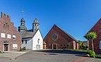 Hausdülmen, Burgplatz mit St.-Mauritius-Kirche -- 2012 -- 3334.jpg