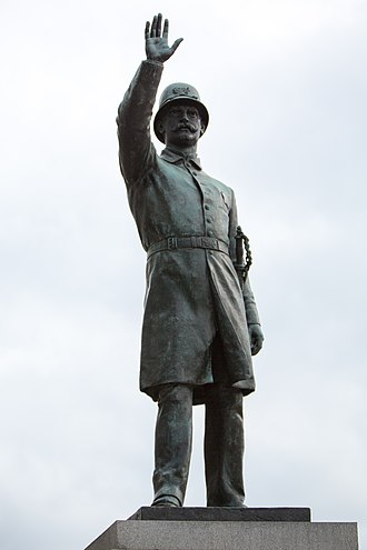 Monument and memorial controversies in the United States - Image: Haymarket Monument Bronzeville, Chicago 2015 13