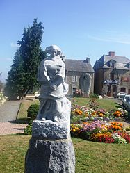 Town square, statue by Jean Boucher and war memorial