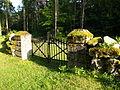 Hellamaa kalmistu, külgvärav.JPG