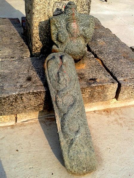 File:Hindu deity Reliefs at Sri Varadaraja Swamy Temple at Kanipakam 03.jpg