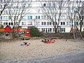Hinterhof Spielplatz - panoramio.jpg
