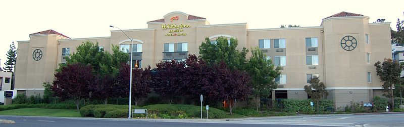 800px-Holiday_Inn_Belmont_California.JPG