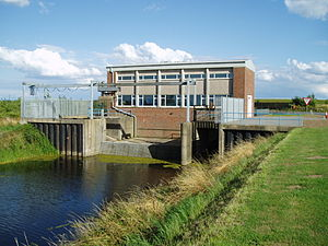 South Forty-Foot Drain - The Holland Fen pumping station, which pumps water from Clay Dike into the South Forty-Foot Drain