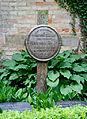 Holzkreuz an der Kirche Rostock-Biestow.jpg
