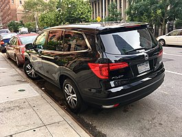 Honda Pilot (3rd generation) rear view in NYC.jpg
