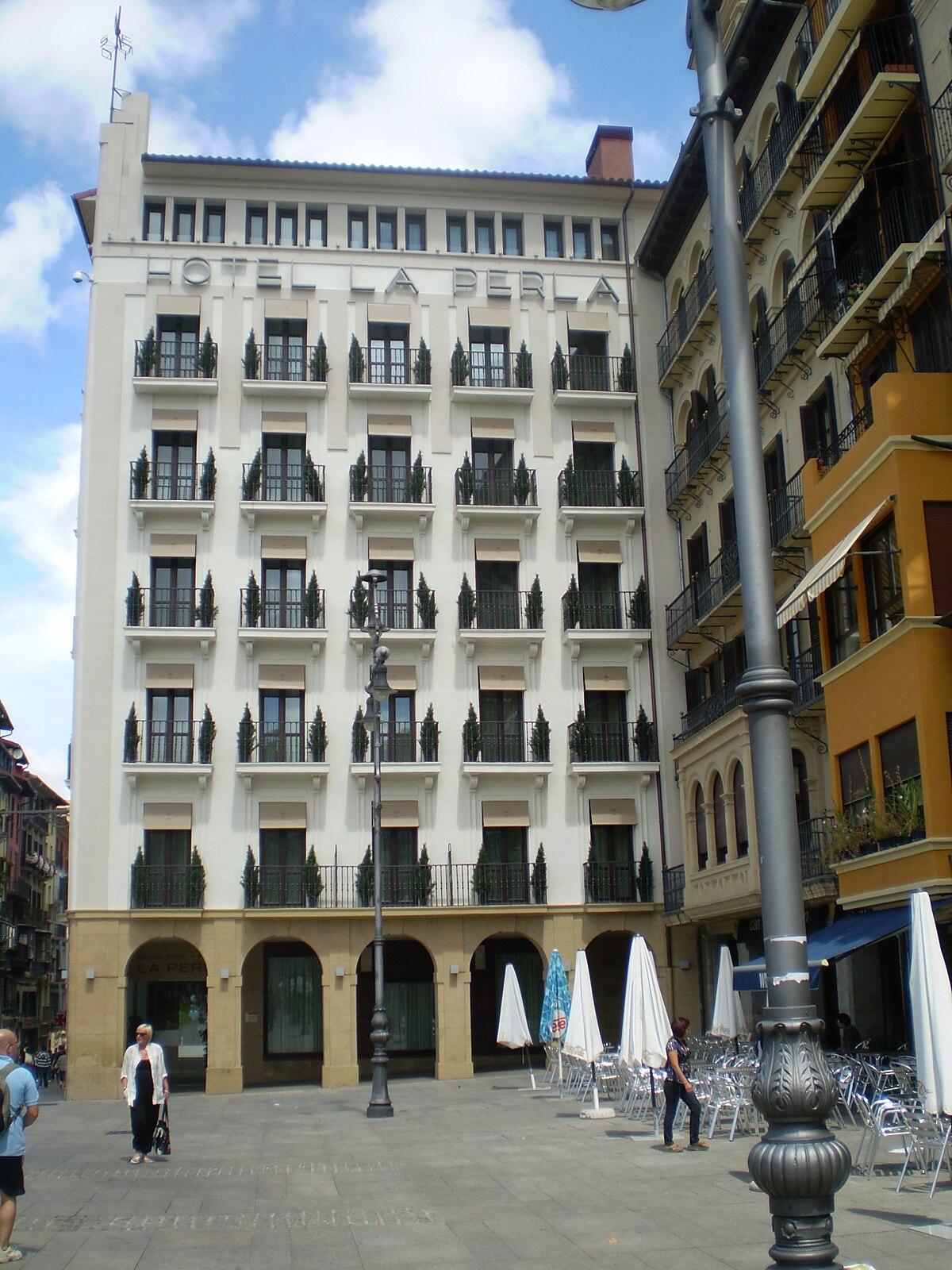 Hotel La Perla - Wikipedia