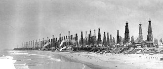 Huntington Beach Oil Field - Huntington Beach six years after the Huntington A-1 first produced oil in 1920